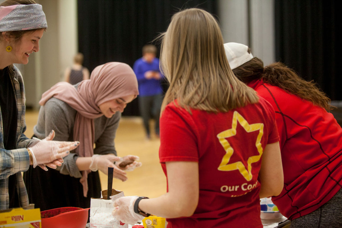 Hillel Club's 'Huskers Unplugged' event focused on communication, relaxation